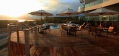 Iguana Crossing Boutique Hotel - Deck pool